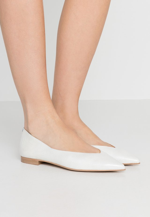 AMÉDÉE  - Ballet pumps - white