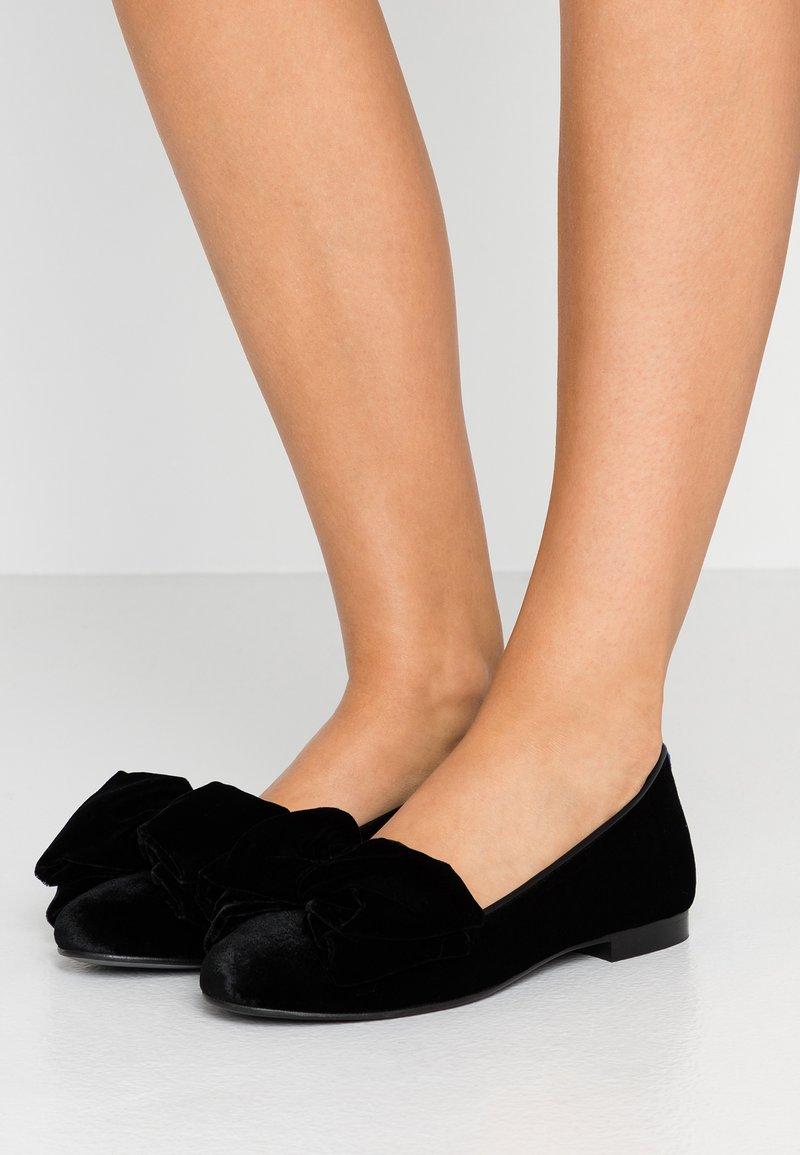 Chatelles - CLASSIC BIG OVERSIZE BOW - Slipper - black