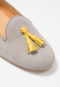 Chatelles - FRANÇOIS TASSELS - Nazouvací boty - grey/yellow - 2