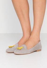 Chatelles - FRANÇOIS TASSELS - Nazouvací boty - grey/yellow - 0