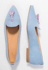 Chatelles - FRANÇOIS POINTY TASSELS - Nazouvací boty - light blue/lavender - 3