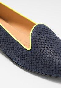 Chatelles - JULES - Nazouvací boty - navy/neon yellow - 2