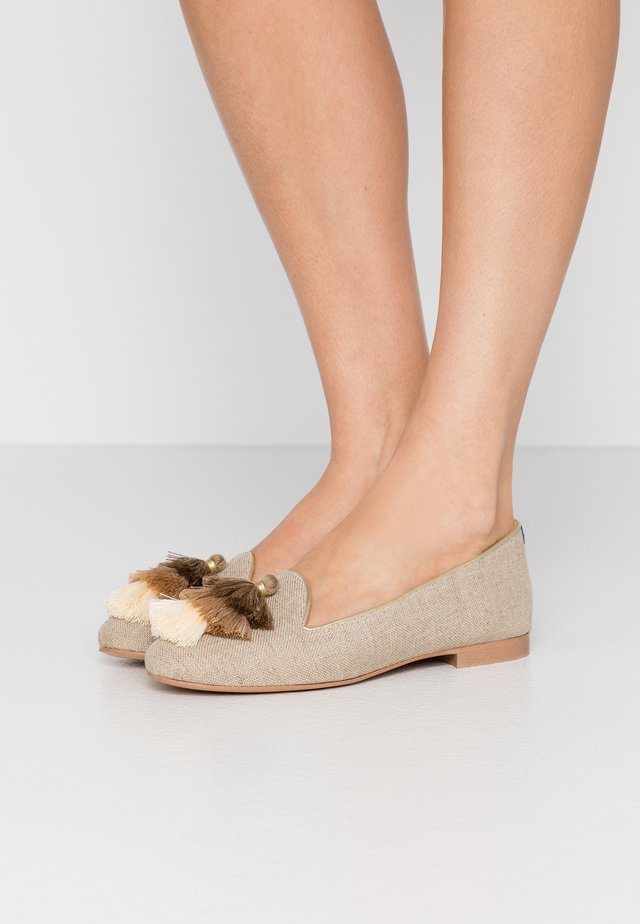 AUGUSTE - Loaferit/pistokkaat - beige