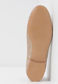 Chatelles - FRANÇOIS  - Nazouvací boty - beige/white - 6