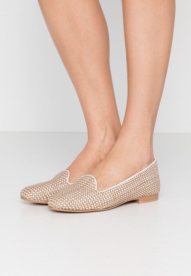 FRANÇOIS  - Loaferit/pistokkaat - beige/white