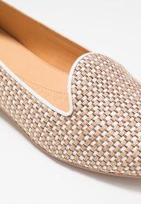 Chatelles - FRANÇOIS  - Nazouvací boty - beige/white - 2