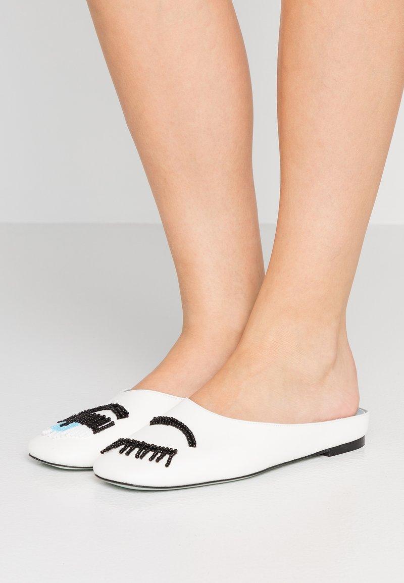 CHIARA FERRAGNI - ROW  - Pantolette flach - white