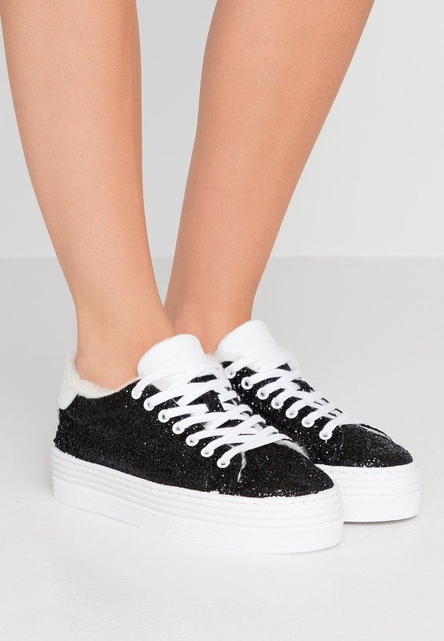 FLATFORM - Matalavartiset tennarit - black