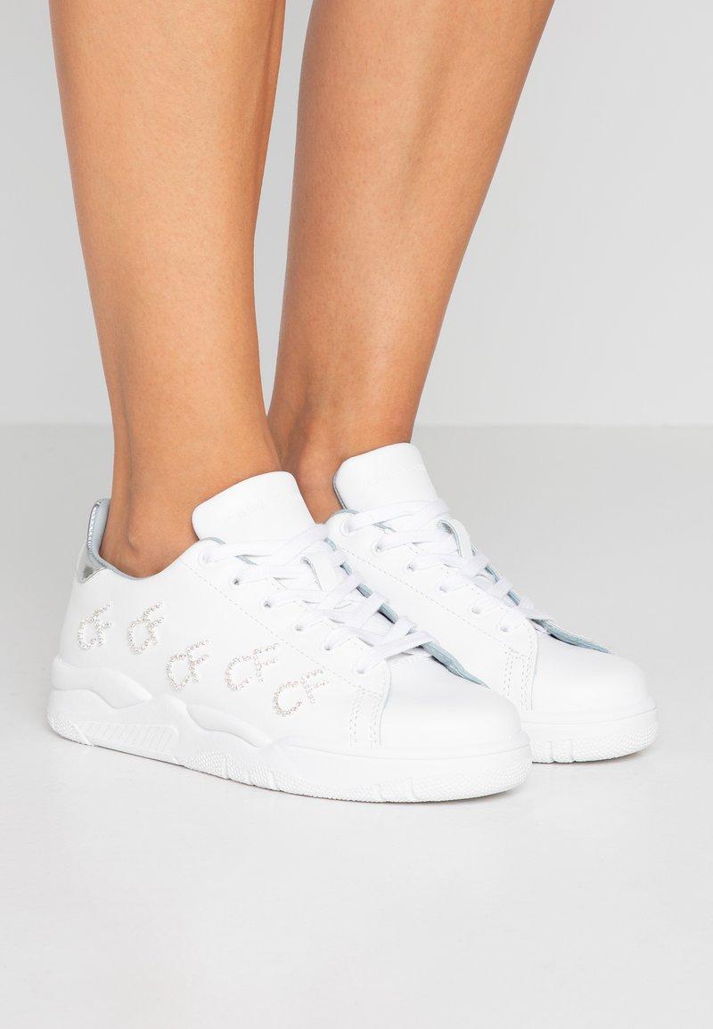 CHIARA FERRAGNI - ROGER - Sneaker low - bianco/argento