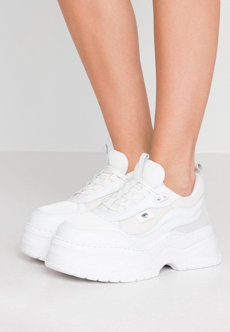 CHIARA FERRAGNI - ARMY - Sneakers laag - white