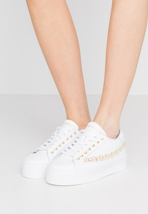 CHAIN - Trainers - white/gold