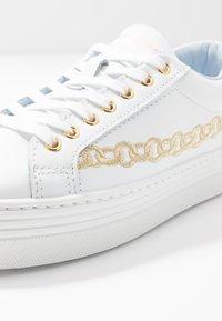 CHIARA FERRAGNI - CHAIN - Tenisky - white/gold - 2