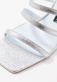 CHIARA FERRAGNI - BLONDIE - Pantofle na podpatku - glitter silver - 2