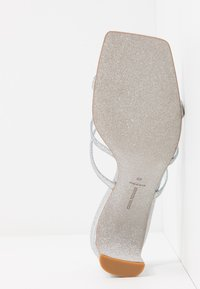CHIARA FERRAGNI - BLONDIE - Pantofle na podpatku - glitter silver - 6