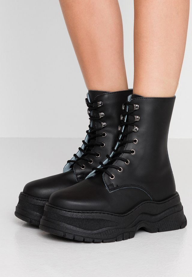 ARMY BOOTS - Plateaustiefelette - black