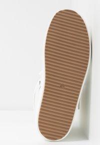 CHIARA FERRAGNI - Šněrovací kotníkové boty - white - 6