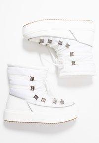 CHIARA FERRAGNI - Šněrovací kotníkové boty - white - 3