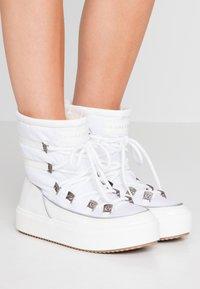 CHIARA FERRAGNI - Šněrovací kotníkové boty - white - 0