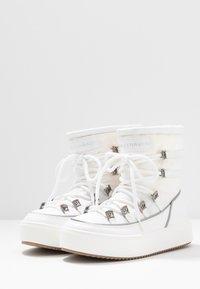 CHIARA FERRAGNI - Šněrovací kotníkové boty - white - 4