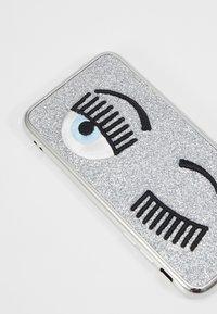 CHIARA FERRAGNI - FLIRTING GLITTER COVER IPHONE - Handytasche - silver - 2