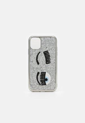 GLITTER FLIRTING CASE IPHONE 11 - Obal na telefon - silver-coloured