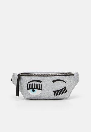 FLIRTING GLITTER BELTBAG - Bum bag - silver
