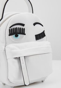 CHIARA FERRAGNI - FLIRTING MINI BACK PACK - Batoh - white - 7