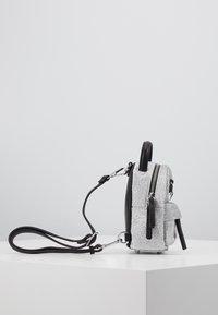 CHIARA FERRAGNI - FLIRTING GLITTER MINI BACK PACK - Batoh - silver - 3