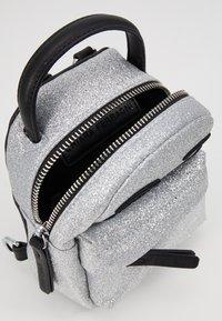 CHIARA FERRAGNI - FLIRTING GLITTER MINI BACK PACK - Batoh - silver - 4