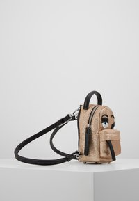 CHIARA FERRAGNI - FLIRTING GLITTER MINI BACK PACK - Batoh - gold - 3