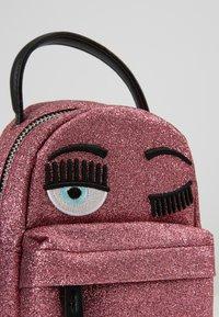 CHIARA FERRAGNI - FLIRTING GLITTER MINI BACK PACK - Batoh - pink - 6