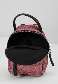 CHIARA FERRAGNI - FLIRTING GLITTER MINI BACK PACK - Batoh - pink - 4