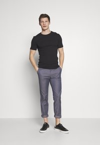 Cinque - CIBRAVO TROUSERS - Kalhoty - dark blue - 1