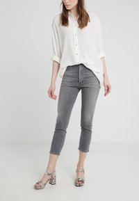 Citizens of Humanity - OLIVIA CROP HIGH RISE ANKLE - Džíny Straight Fit - granite - 0