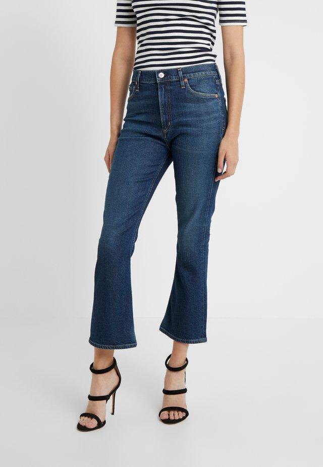 DEMY CROPPED FLARE - Široké džíny - blue denim