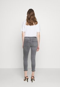 Citizens of Humanity - ROCKET CROP MID RISE - Jeans Skinny Fit - tance - 2