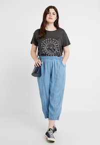 Ciso - LOOSE PANT - Pantaloni - sunbleached denim - 1