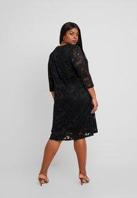 Ciso - V-NECK SHIFT DRESS 3/4 SLEEVE - Freizeitkleid - black - 3