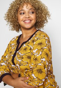 Ciso - BLOUSE WITH FLOWER PRINT - Blus - cheddar/yellow - 4