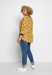 Ciso - BLOUSE WITH FLOWER PRINT - Blus - cheddar/yellow - 2