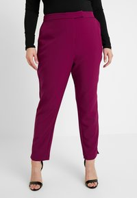 City Chic - EXCLUSIVE PANT MRS DRAPER - Kalhoty - magenta - 0