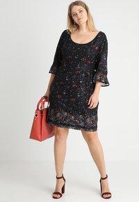 City Chic - FLORAL FIELDS DRESS - Denní šaty - black - 1