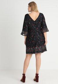 City Chic - FLORAL FIELDS DRESS - Denní šaty - black - 2