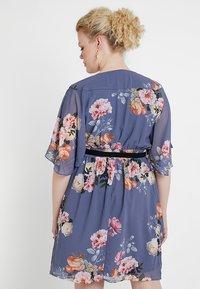 City Chic - DRESS WRAP FLORENCE - Denní šaty - light grey - 2