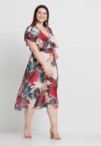 City Chic - DRESS EXOTIC PALM - Denní šaty - pink - 1