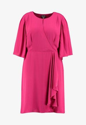 EXCLUSIVE DRESS JOLIE WRAP - Day dress - magenta