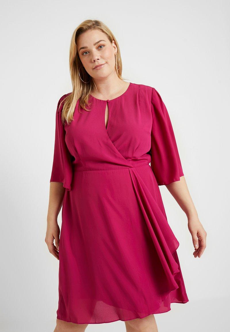 City Chic - EXCLUSIVE DRESS JOLIE WRAP - Day dress - magenta