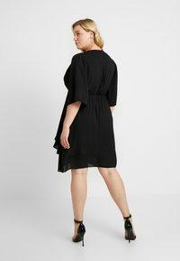 City Chic - EXCLUSIVE DRESS JOLIE WRAP - Denní šaty - black - 3