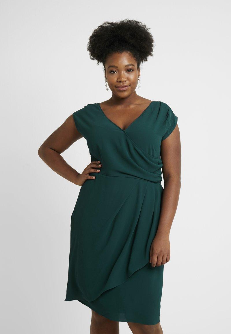 City Chic - EXCLUSIVE DRESS CLASSIC WRAP - Denní šaty - jade