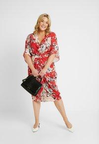 City Chic - EXCLUSIVE DRESS SEDUCTION - Denní šaty - red - 1